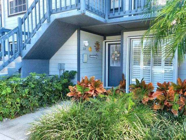 1554 NE Beacon Drive NE 2-204, Jensen Beach, FL 34957 (#RX-10413578) :: The Carl Rizzuto Sales Team
