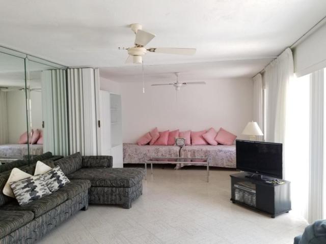 95 East Court, Royal Palm Beach, FL 33411 (#RX-10414270) :: Ryan Jennings Group