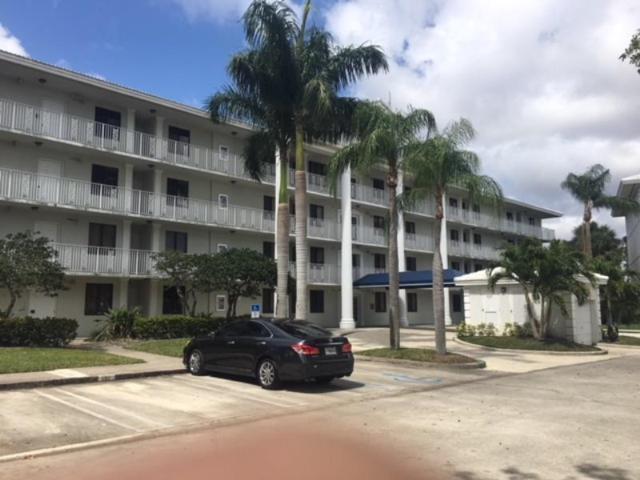 2701 Village Boulevard #404, West Palm Beach, FL 33409 (#RX-10430092) :: Ryan Jennings Group
