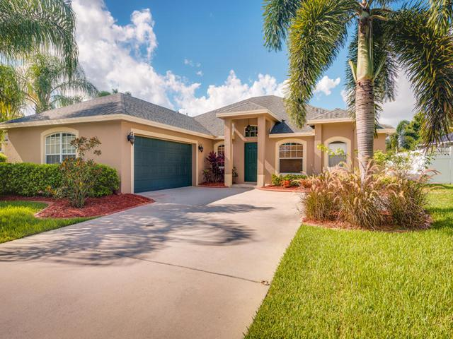 460 NW Fetterbush Way, Jensen Beach, FL 34957 (#RX-10457141) :: The Carl Rizzuto Sales Team