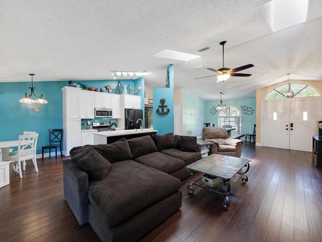742 SE Thornhill Drive, Port Saint Lucie, FL 34983 (#RX-10459032) :: Ryan Jennings Group