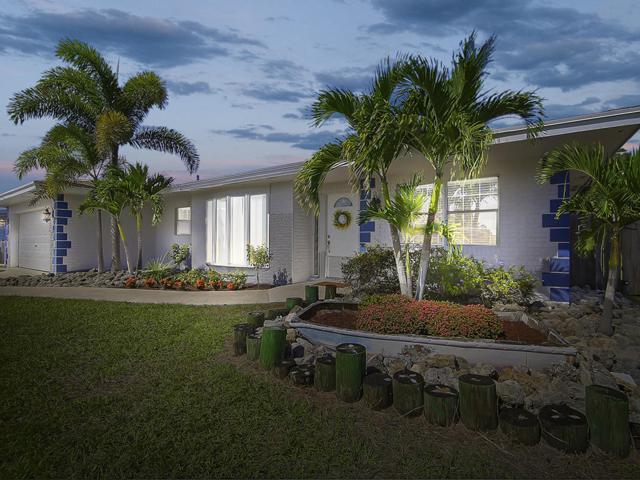 1661 NE 22nd Street, Jensen Beach, FL 34957 (#RX-10477188) :: The Rizzuto Woodman Team