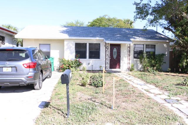 1104 W 26th Street, Riviera Beach, FL 33404 (#RX-10497144) :: The Reynolds Team/Treasure Coast Sotheby's International Realty