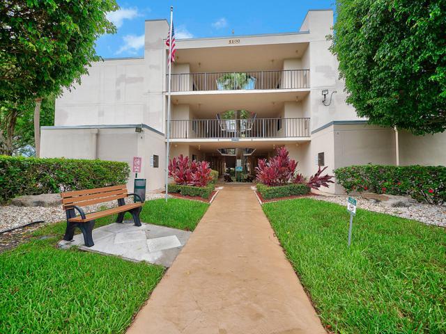 5100 Las Verdes Circle #318, Delray Beach, FL 33484 (MLS #RX-10539525) :: Berkshire Hathaway HomeServices EWM Realty