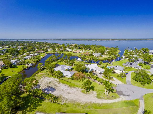 1605 NW Bay Tree Circle, Stuart, FL 34994 (#RX-10539721) :: Ryan Jennings Group