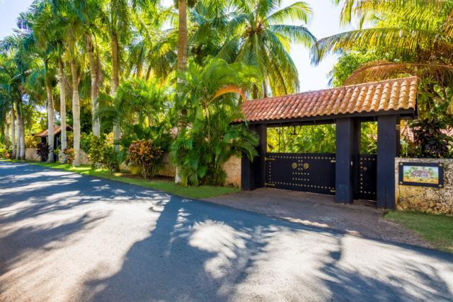 20 Barranca Este, Casa de Campo, DR 22000 (MLS #RX-10539781) :: Boca Lake Realty