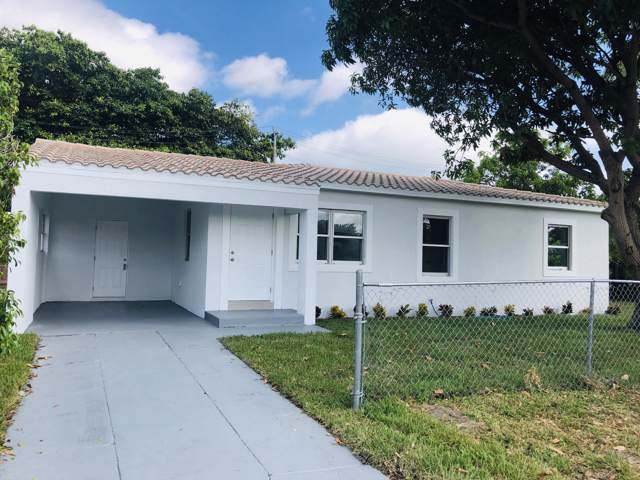 839 Avenida Hermosa, West Palm Beach, FL 33405 (MLS #RX-10570515) :: Laurie Finkelstein Reader Team