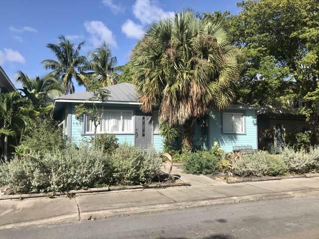 109 N Palmway, Lake Worth, FL 33460 (MLS #RX-10576169) :: Laurie Finkelstein Reader Team
