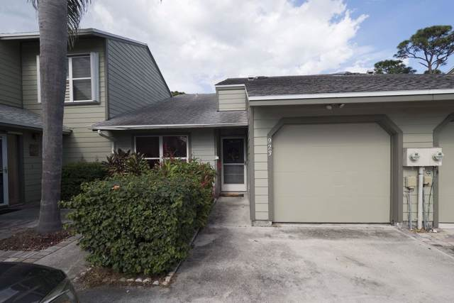 923 NE Sandalwood Place, Jensen Beach, FL 34957 (#RX-10577615) :: Ryan Jennings Group