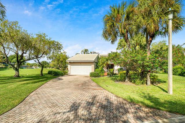 2 Villa Lane, Boynton Beach, FL 33436 (#RX-10585596) :: Ryan Jennings Group
