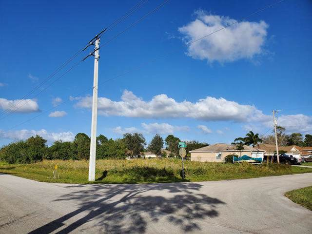 1697 SW Gadsan Avenue, Port Saint Lucie, FL 34953 (#RX-10591228) :: Ryan Jennings Group