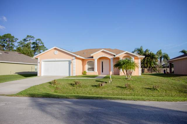 787 SE Evergreen Terrace, Port Saint Lucie, FL 34953 (#RX-10595287) :: The Rizzuto Woodman Team