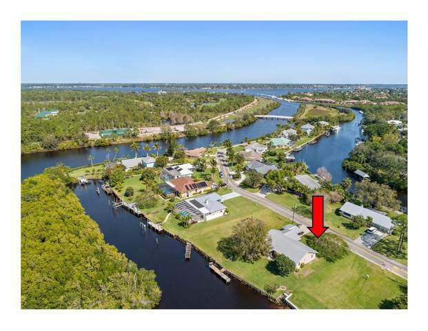 552 SW Pine Tree Lane, Palm City, FL 34990 (#RX-10599714) :: Ryan Jennings Group