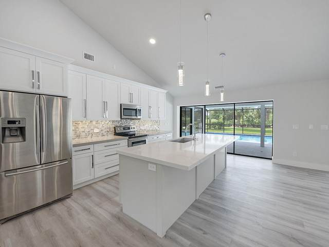 6082 SE Medinah Lane, Stuart, FL 34997 (#RX-10601281) :: Ryan Jennings Group