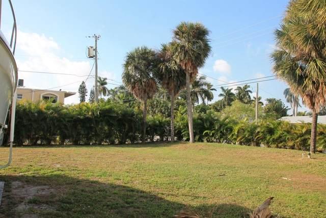 7 Lakeside Palms Court, Lake Worth, FL 33460 (#RX-10608810) :: Ryan Jennings Group