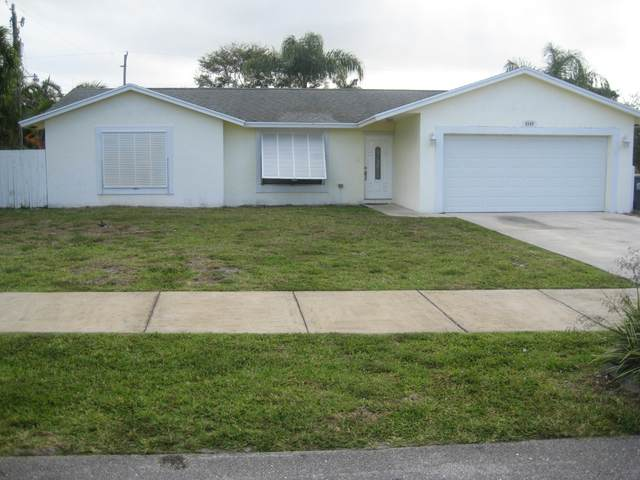 6586 Venetian Drive, Lake Worth, FL 33462 (#RX-10611190) :: Ryan Jennings Group