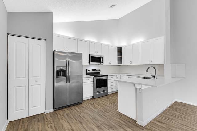 1702 Timberlane Circle 17-B, Greenacres, FL 33463 (MLS #RX-10614585) :: Miami Villa Group