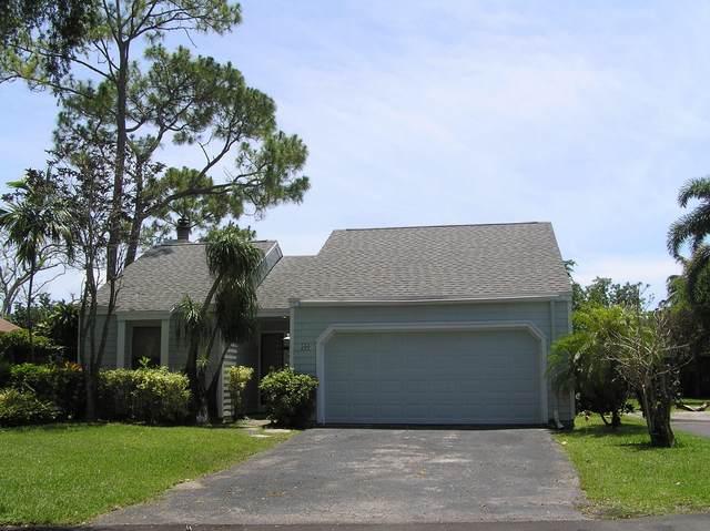 500 Oak Shadow Way, Wellington, FL 33414 (#RX-10621305) :: Ryan Jennings Group