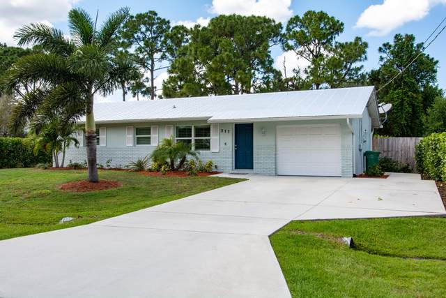 317 SE Thanksgiving Avenue, Port Saint Lucie, FL 34984 (#RX-10623510) :: The Reynolds Team/ONE Sotheby's International Realty