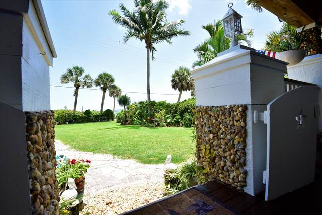 4304 NE Indian River Drive, Jensen Beach, FL 34957 (#RX-10625179) :: Realty One Group ENGAGE
