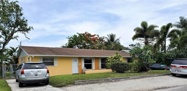 3307 SE Iris Street, Stuart, FL 34997 (MLS #RX-10626971) :: Laurie Finkelstein Reader Team