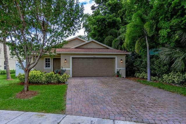 422 Lucky Lane, Delray Beach, FL 33444 (MLS #RX-10630139) :: Berkshire Hathaway HomeServices EWM Realty