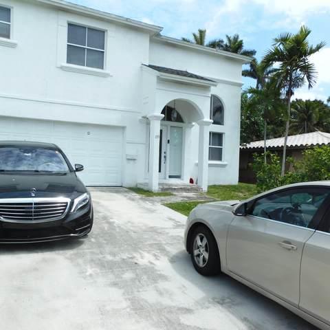 109 NE 2nd Place, Dania Beach, FL 33004 (#RX-10631217) :: The Rizzuto Woodman Team