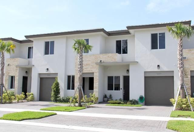 1231 Pioneer Way, Royal Palm Beach, FL 33411 (MLS #RX-10636616) :: Berkshire Hathaway HomeServices EWM Realty