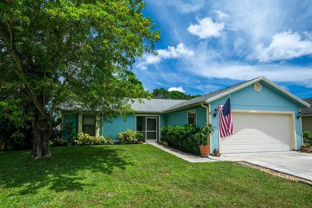 4063 SE Jacaranda Street, Stuart, FL 34997 (#RX-10646698) :: The Rizzuto Woodman Team