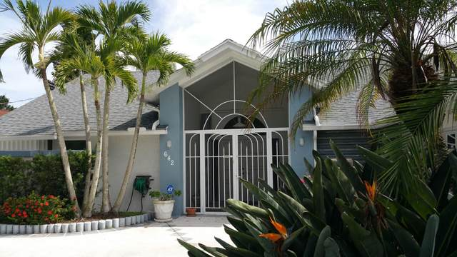 642 SE Seahouse Drive, Port Saint Lucie, FL 34953 (#RX-10649076) :: The Rizzuto Woodman Team