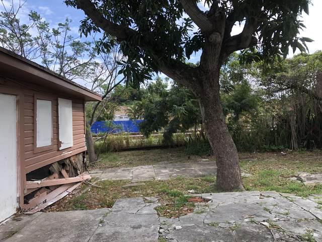 3402 Greenwood Avenue, West Palm Beach, FL 33407 (#RX-10651647) :: The Rizzuto Woodman Team