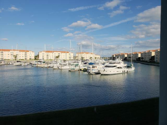 13 Harbour Isle Drive W #201, Fort Pierce, FL 34949 (MLS #RX-10655245) :: Berkshire Hathaway HomeServices EWM Realty