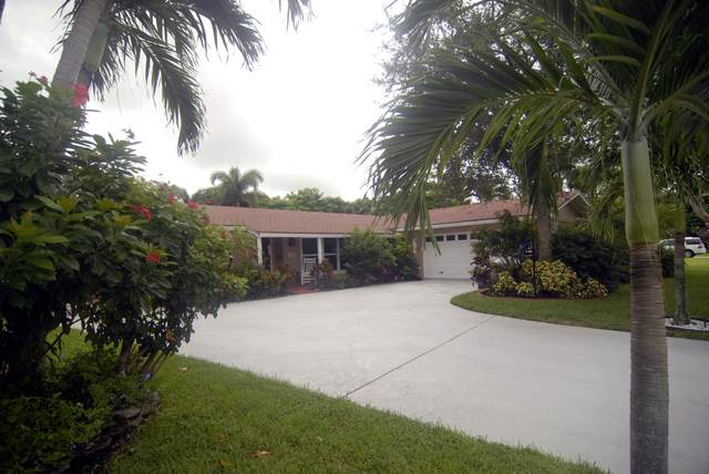 10888 Hickory Drive, Palm Beach Gardens, FL 33410 (#RX-10656657) :: Manes Realty Group