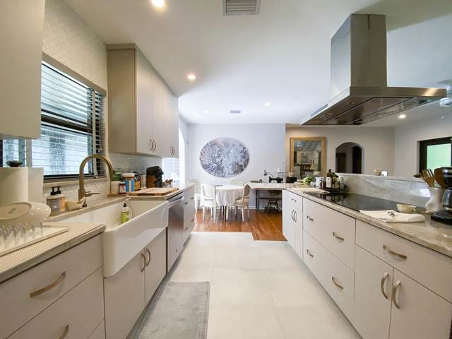 11805 NE 10th Avenue, Biscayne Park, FL 33161 (MLS #RX-10661963) :: Castelli Real Estate Services
