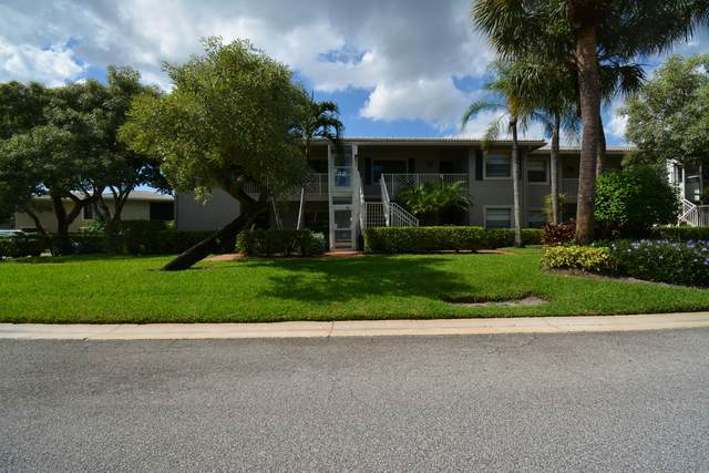 19 Stratford Drive E, Boynton Beach, FL 33436 (#RX-10664870) :: The Rizzuto Woodman Team