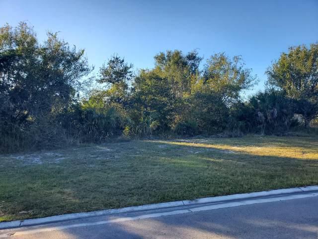 2711 Bent Pine Drive, Fort Pierce, FL 34951 (MLS #RX-10667413) :: Laurie Finkelstein Reader Team