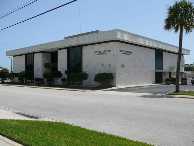 300 S 6th Street, Fort Pierce, FL 34950 (MLS #RX-10667526) :: Laurie Finkelstein Reader Team