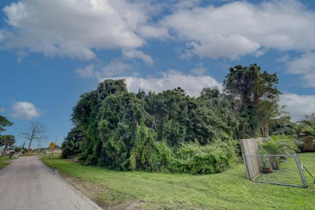3305 Avenue J, Fort Pierce, FL 34947 (MLS #RX-10667573) :: Laurie Finkelstein Reader Team