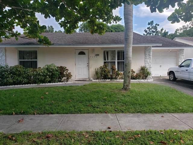 5698 Ithaca Circle E, Lake Worth, FL 33463 (MLS #RX-10667727) :: Dalton Wade Real Estate Group