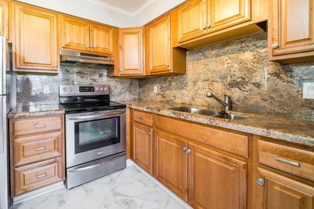 22 Saxony A A, Delray Beach, FL 33446 (#RX-10673642) :: Posh Properties