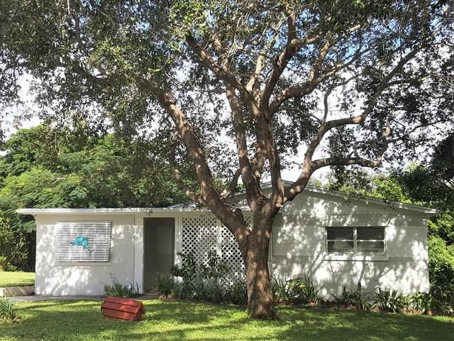 1933 NE Lake Place, Jensen Beach, FL 34957 (#RX-10673895) :: Realty One Group ENGAGE