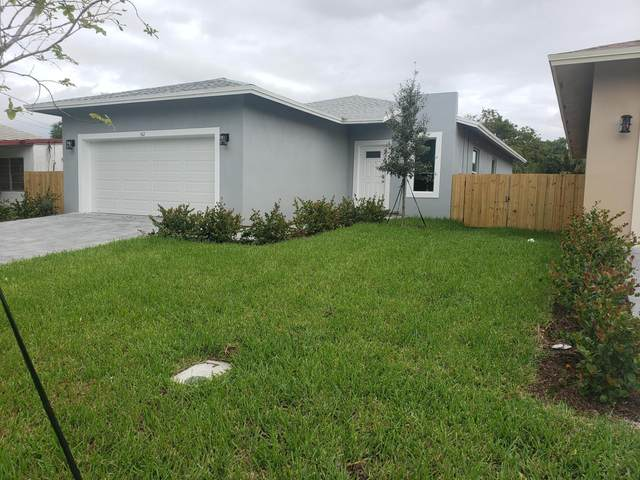 162 NW 17 Avenue, Pompano Beach, FL 33069 (MLS #RX-10674434) :: Laurie Finkelstein Reader Team