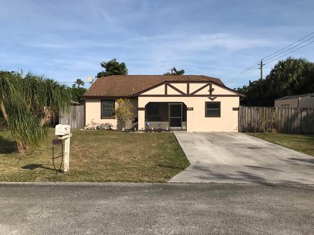5975 SE Wilsie Drive, Stuart, FL 34997 (#RX-10686387) :: The Rizzuto Woodman Team