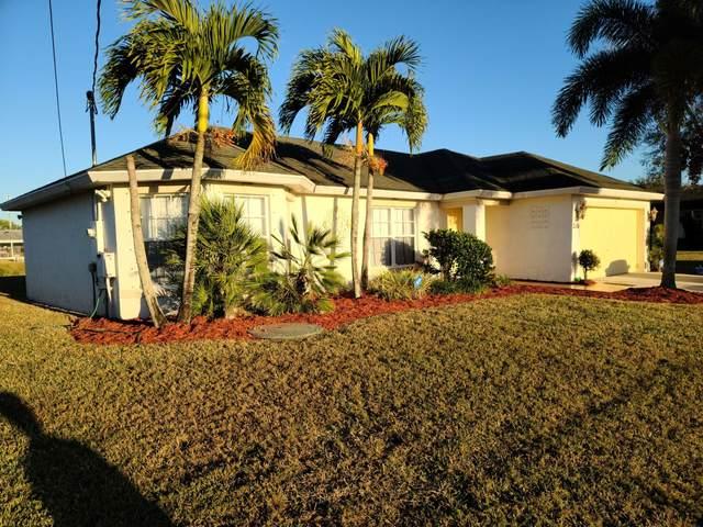 2201 SW Chestnut Lane, Port Saint Lucie, FL 34953 (#RX-10686844) :: The Rizzuto Woodman Team