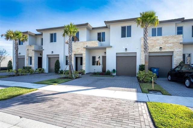 1231 Pioneer Way, Royal Palm Beach, FL 33411 (#RX-10687166) :: Exit Realty Manes Group