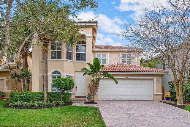1315 E Magnolia Circle, Delray Beach, FL 33445 (#RX-10697242) :: Ryan Jennings Group
