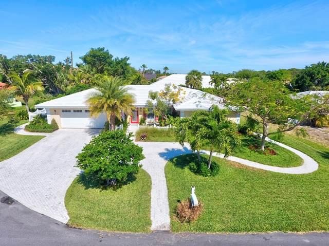 8543 SE Seagrape Way, Hobe Sound, FL 33455 (MLS #RX-10698006) :: Castelli Real Estate Services