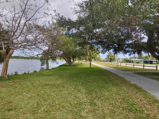 2004 Lake Osborne Drive #19, Lake Worth Beach, FL 33461 (#RX-10699119) :: The Rizzuto Woodman Team