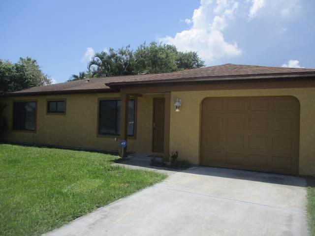 2181 SE East Dunbrooke Circle, Port Saint Lucie, FL 34952 (#RX-10704474) :: Michael Kaufman Real Estate