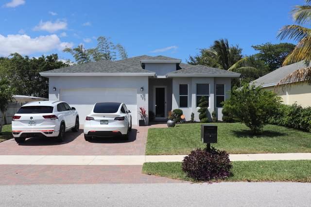 327 SW 2nd Avenue, Boynton Beach, FL 33435 (MLS #RX-10705479) :: The Paiz Group